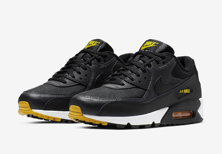 more photos 53963 1f34a This Nike Air Max 90 Colorway is Ideal for Pittsburgh Pirates Fans ...