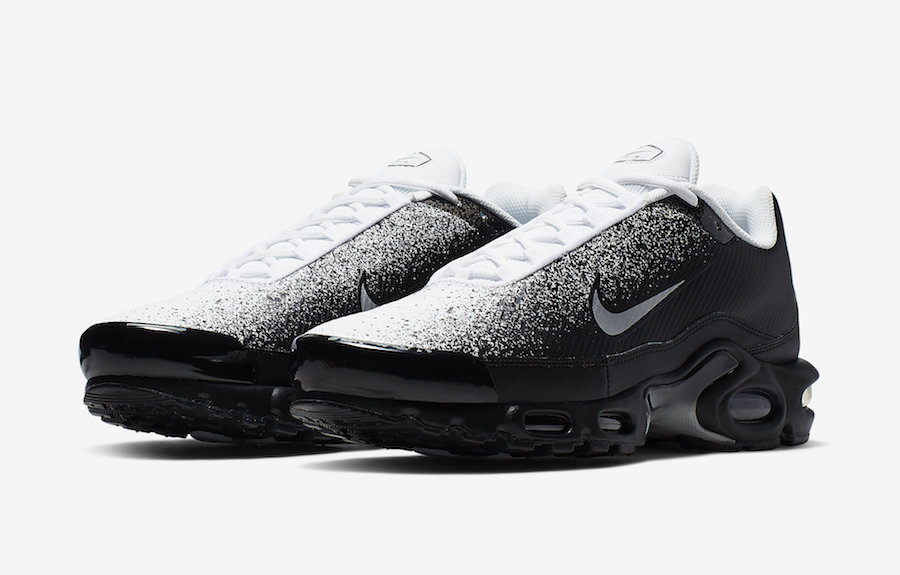 timeless design 486b1 3c95d A SPRAY PAINTED NIKE AIR MAX PLUS RELEASING IN BLACK AND WHITE ...